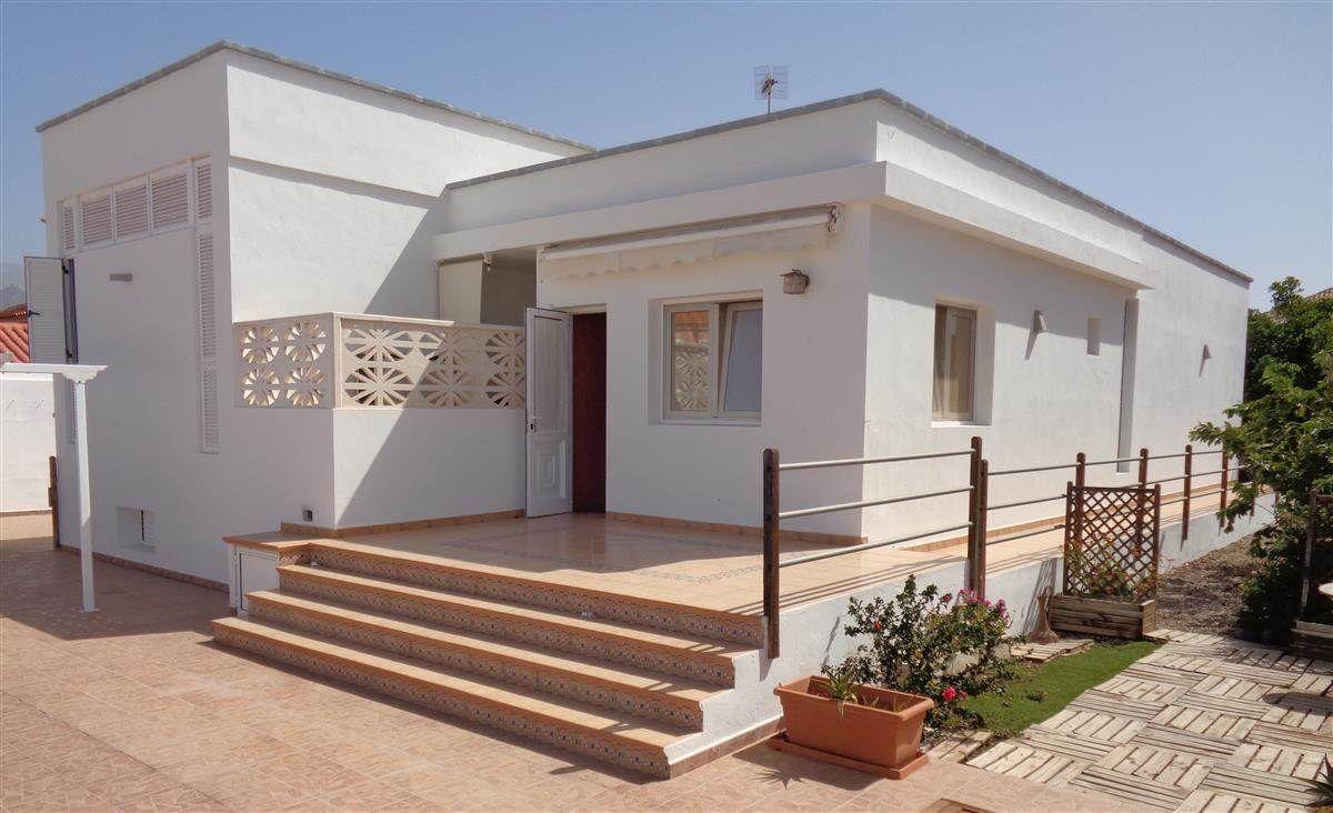 Preciosa villa situada en la zona de Las Rosas, a proximidad del pueblo de Las Galletas. .... más info