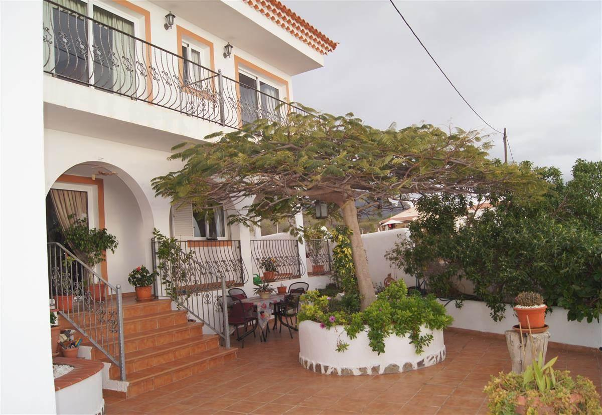 House built on land of 364 m2 on 2 floors, large, spacious, bright with spectacular views .... more info