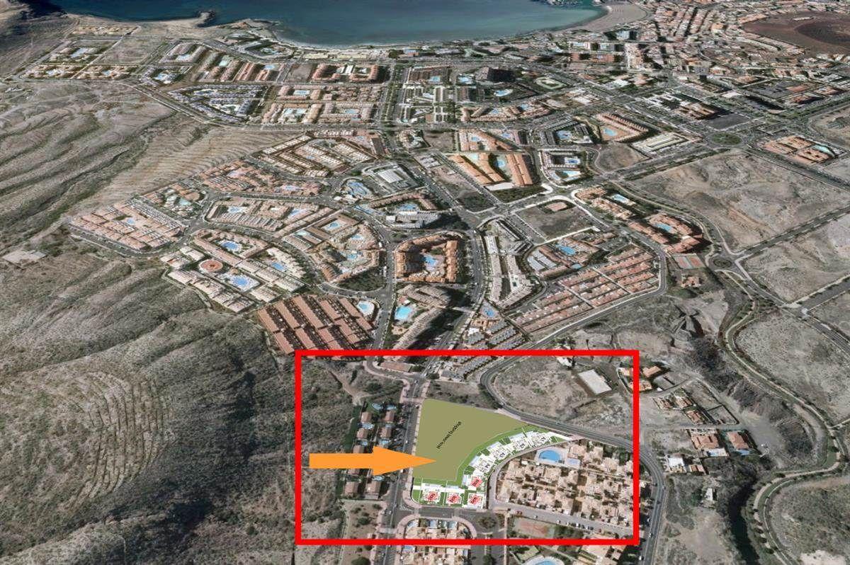 8 villa de lujo en el centro de los Cristianos, 4 dormitorios, 4 baños, solarium, garaje .... más info