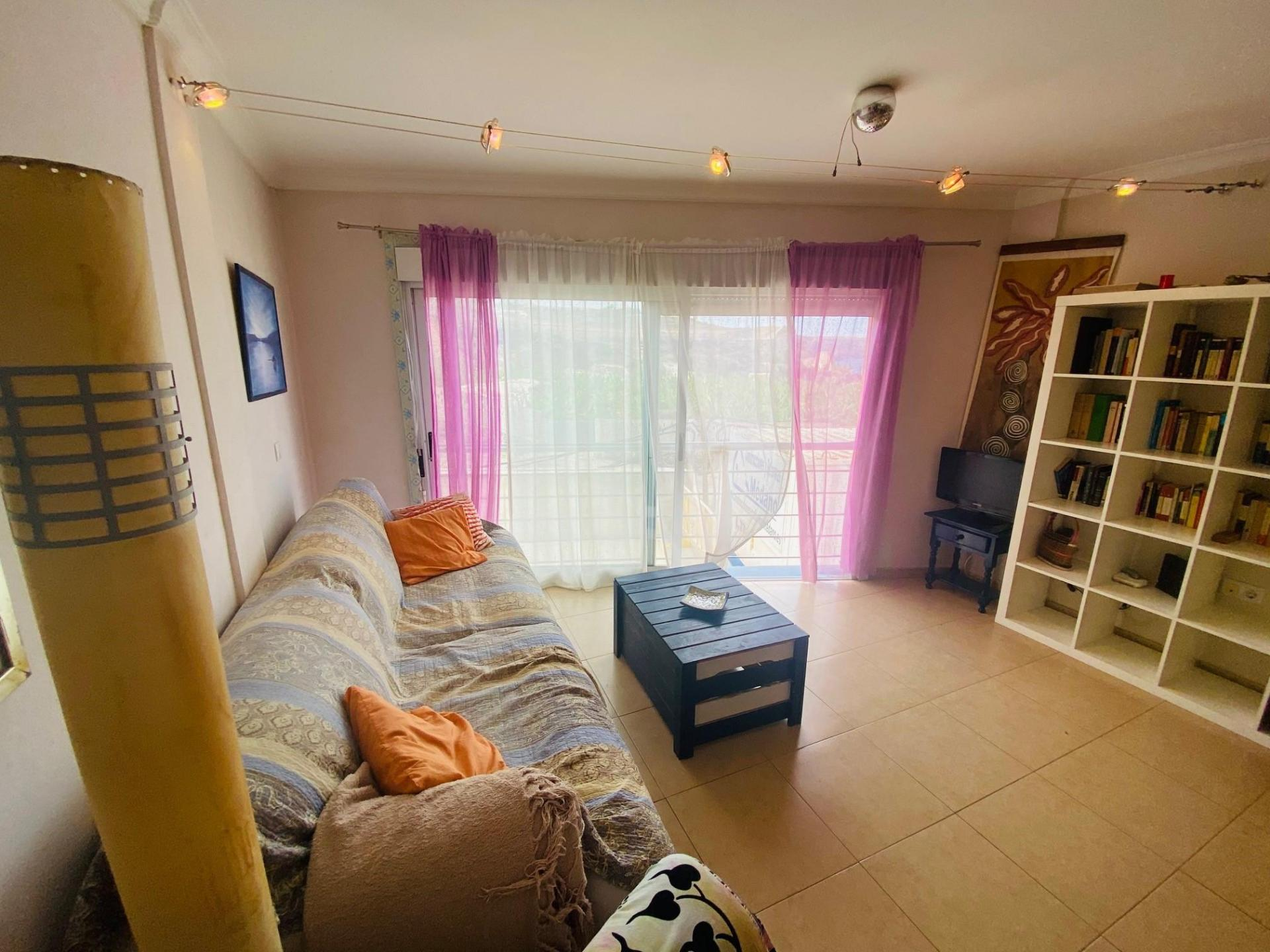 Schöne 46m² Wohnung am Eingang der Küstenstadt Playa San Juan. Das Haus befindet sich .... mehr Info