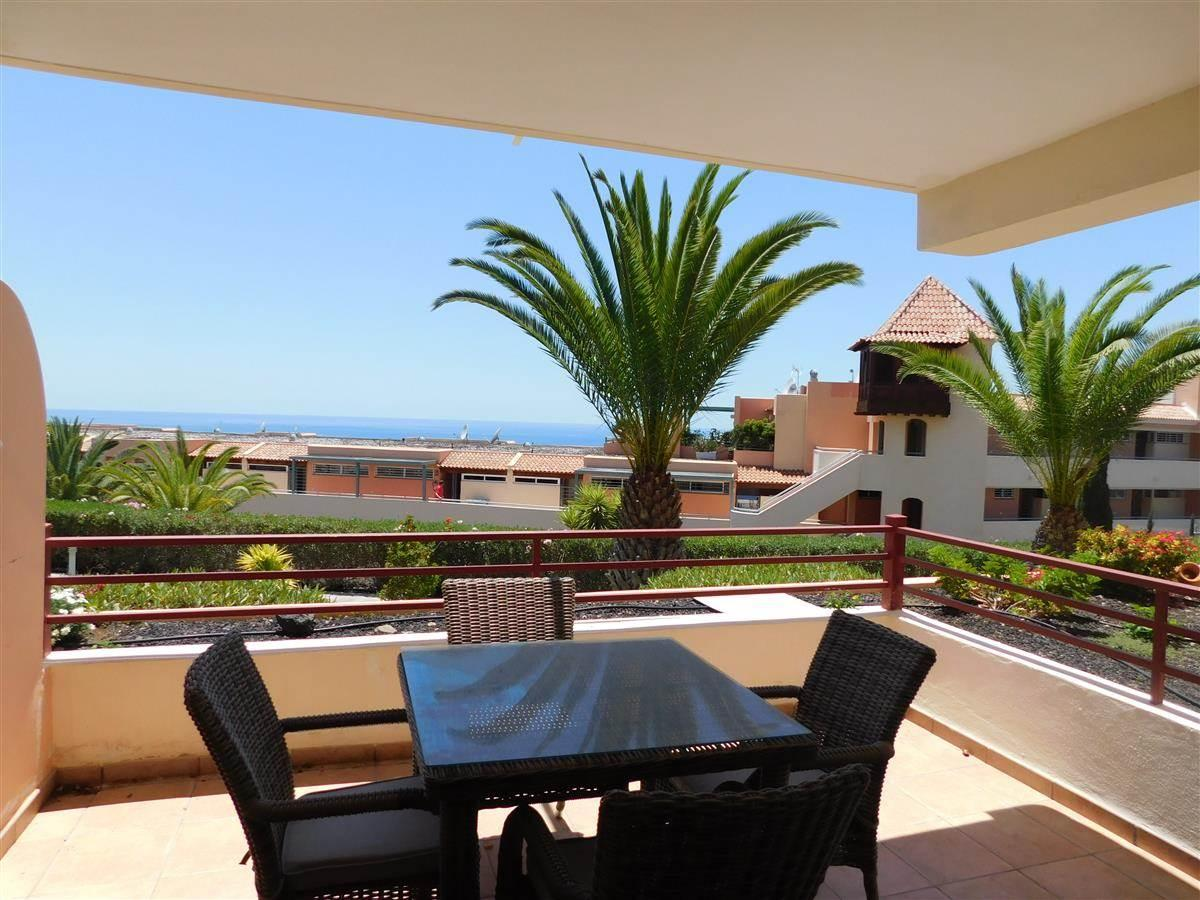 Beautiful apartment located in a well maintained and quiet complex with swimming pool. .... more info