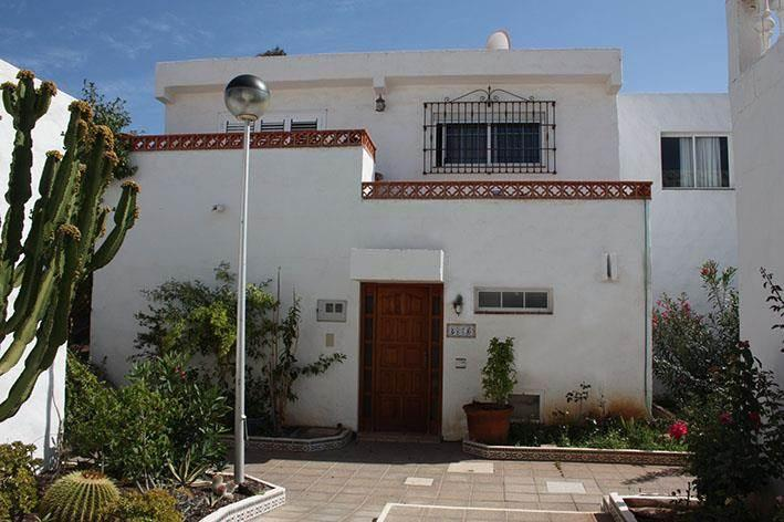 In einer ruhigen Wohnanlage in Costa del Silencio, ein Duplex-Reihenhaus mit 4 .... mehr Info