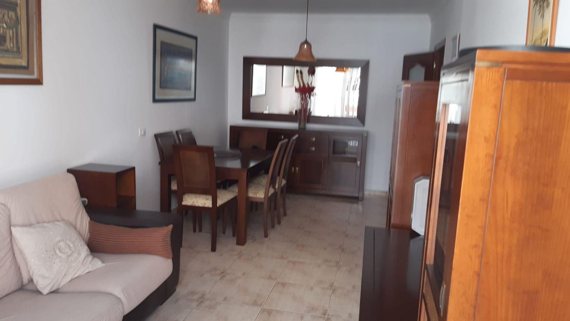 Apartamento completamente amueblado de 2 dormitorios en una tranquila calle sin salida .... más info