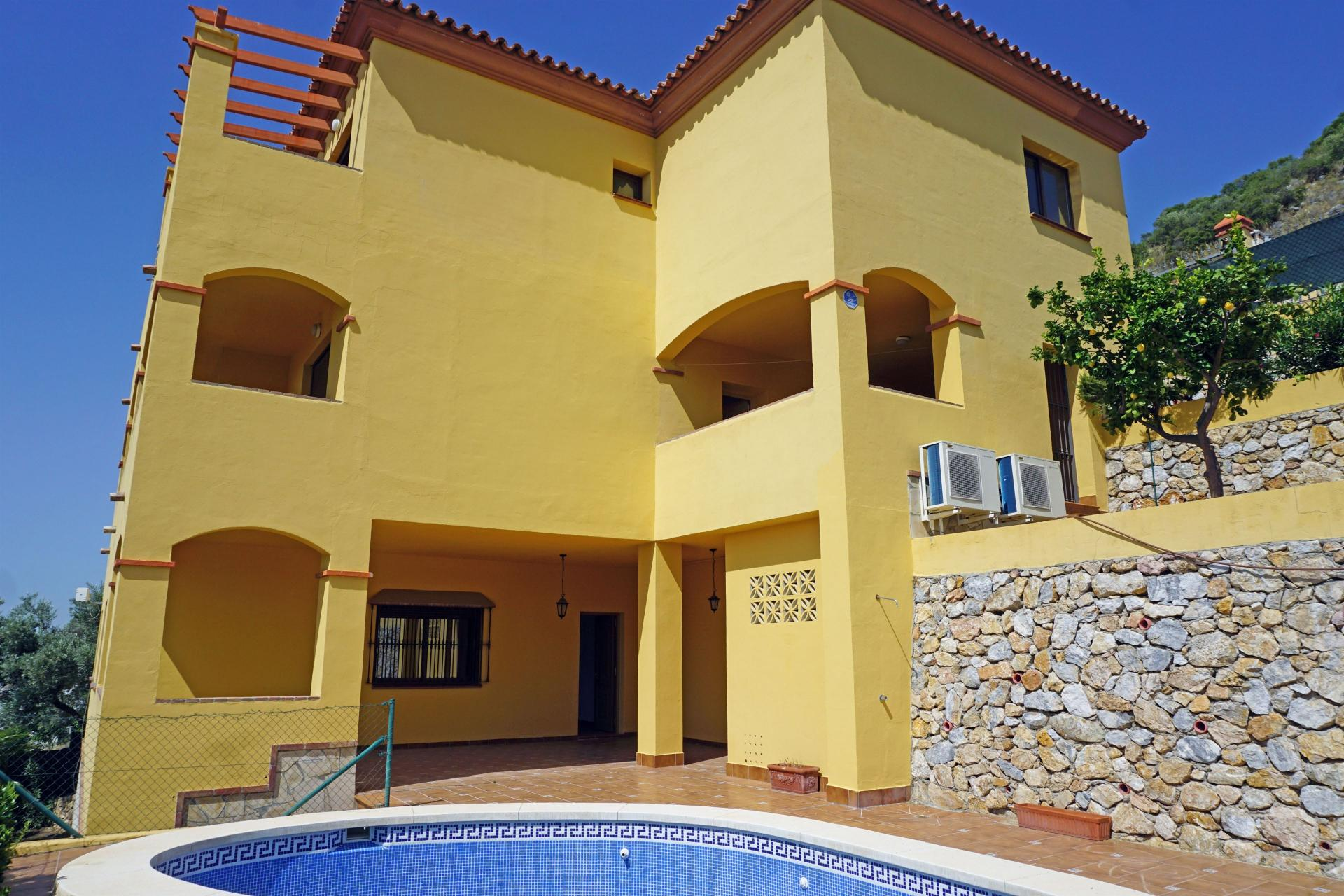 Ref:V693434 Villa For Sale in Coín