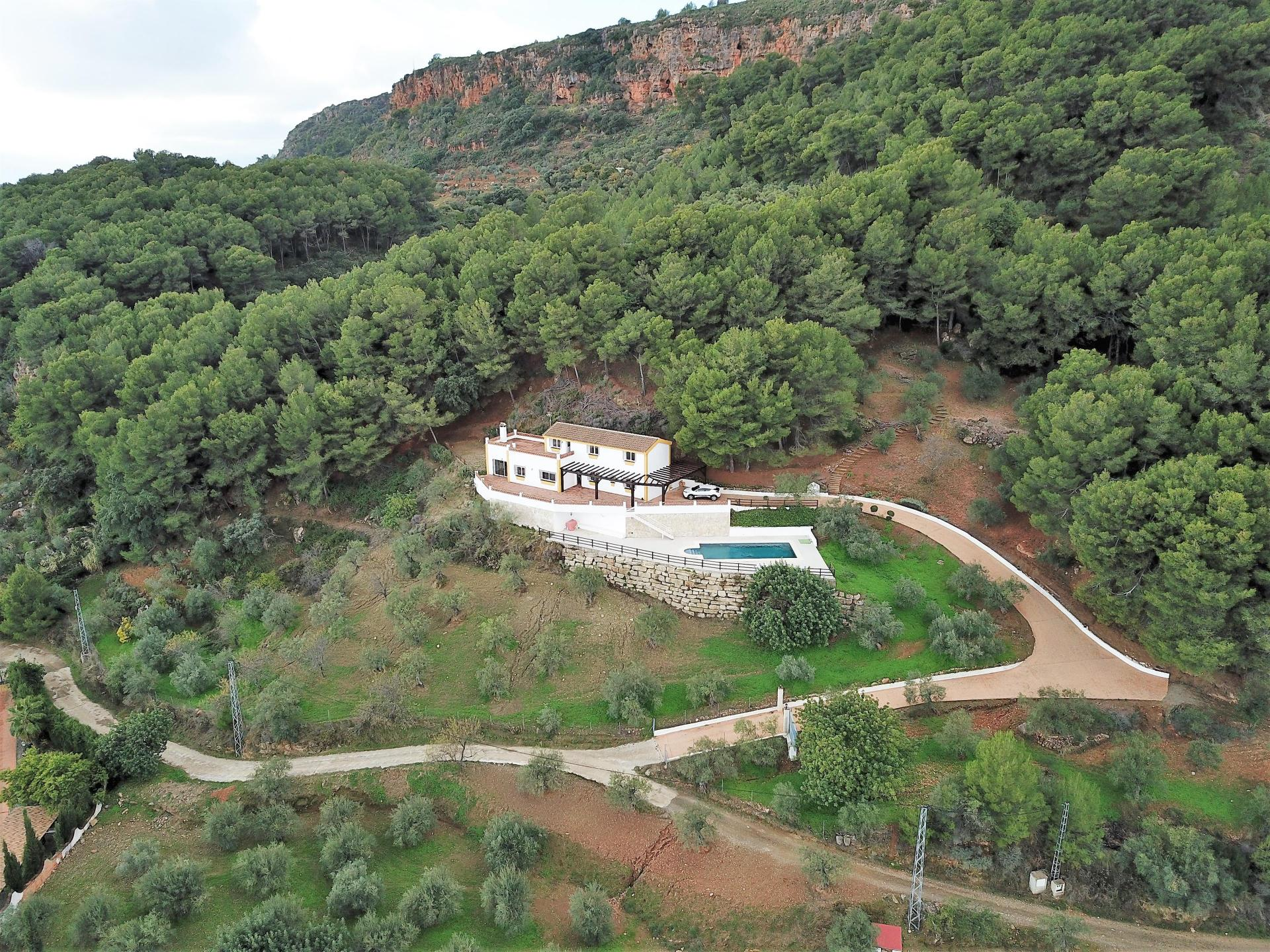 Ref:F3750310 country house For Sale in Alozaina