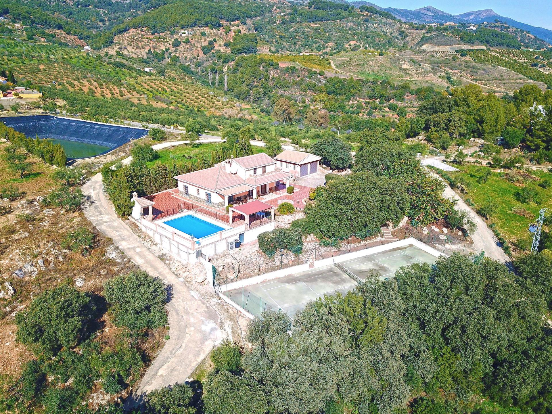 Ref:F3608537 country house For Sale in Alozaina