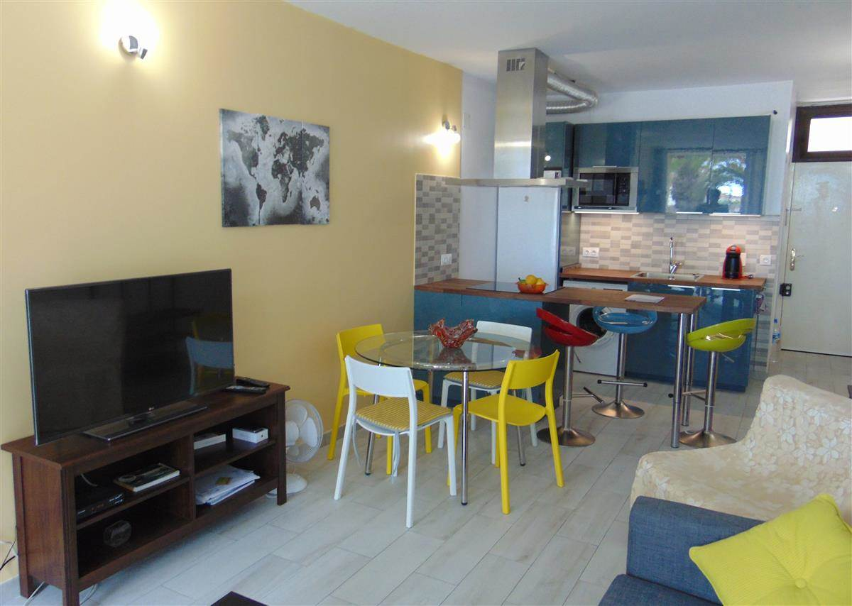 1 bedroom apartment which has been completely renovated situated in an aparthotel. South .... more info