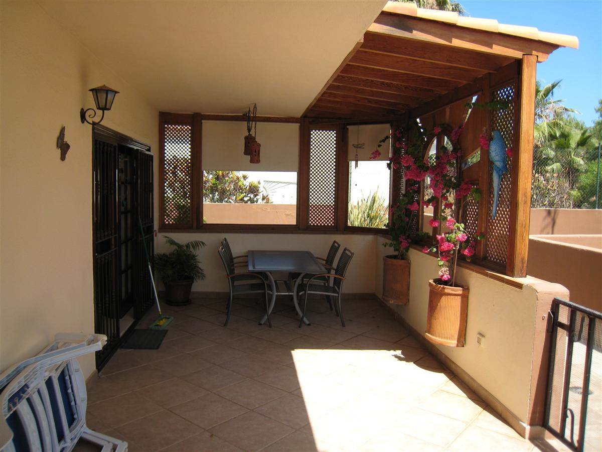 Beautiful apartment located in the quiet neighbourhood of Garañaña. Consists in 2 .... more info