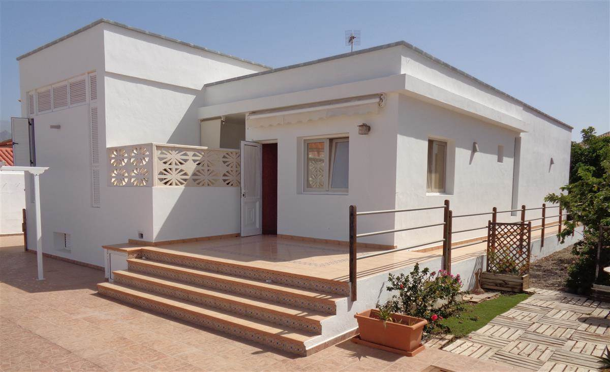Fantastic villa with 2 bedrooms and 2 bathrooms located in the are of Las Rosas, close to .... more info
