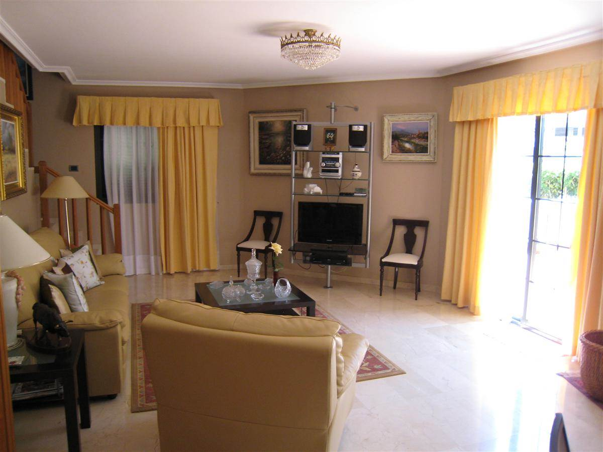 Beautiful house located in a complex with communal swimming pool in Adeje. Partial sea .... more info