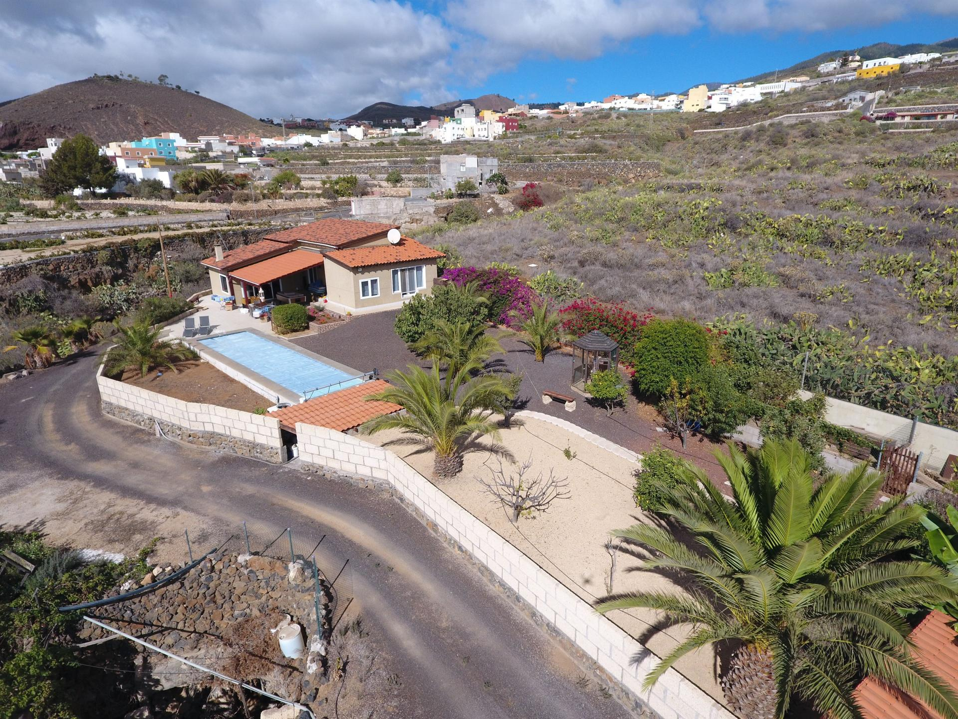 Amazing house located in Charco del Pino. The house has been completely renovated with .... more info