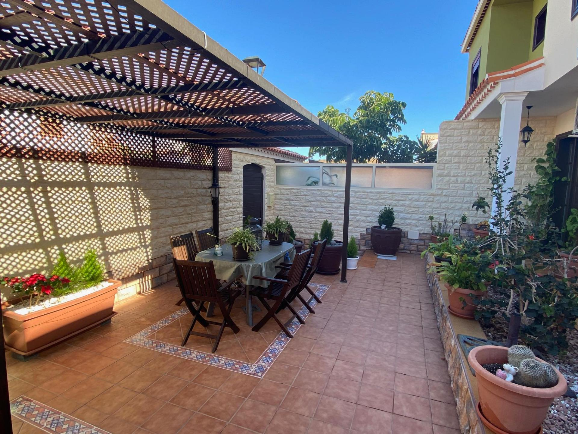 Great opportunity! This beautiful semi detached house is located in Tamaide, a quiet .... more info