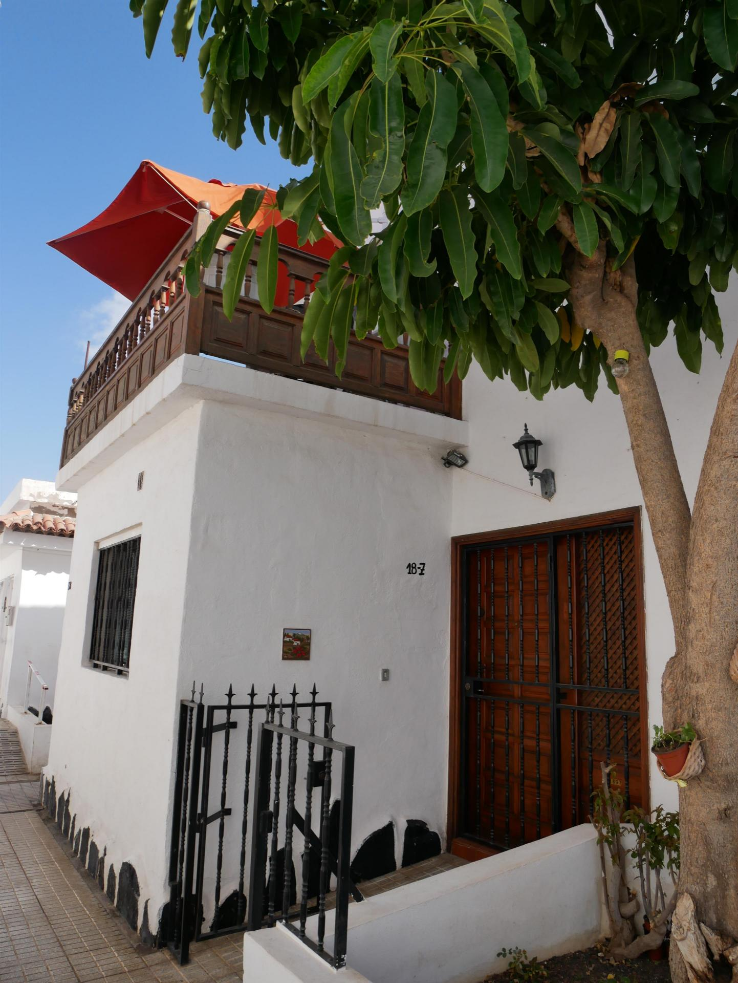 Nice duplex house located in the residential Chayofita. On the ground floor are the .... more info